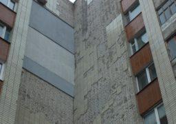 У центрі Черкас падає плитка зі старих будинків