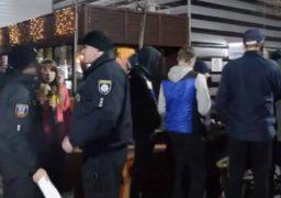 Поліція влаштувала нічний рейд біля черкаського ТРЦ