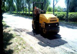 На бульварі Шевченка проводять ямковий ремонт дороги