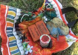 Черкаські поліцейські затримали чоловіка, що прогулювався поблизу автозаправки з пакетом схожих на вибухівку предметів