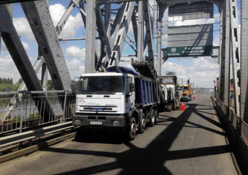 З 10.00 до 13.00  та з 14.00 до 16.30 на мосту через Дніпро діє реверс – САД