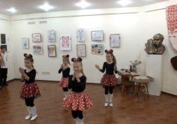 У черкаському музеї «Кобзаря» запалювали юні танцюристи