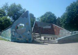 У черкаському дитячому парку оновлять «літній театр»