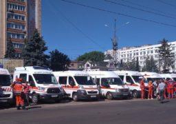 Надзвичайна подія: у центрі Черкас вишикувались 40 карет «швидкої допомоги»