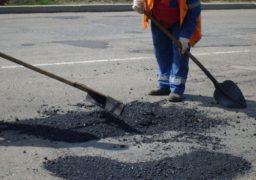 Міський голова Черкас незадоволений ситуацією з ремонтом доріг