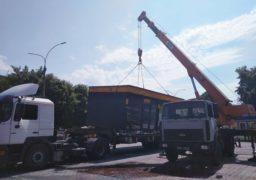 Без бійок та паніки: біля Черкаського драмтеатру триває демонтаж павільйонів