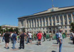 «Просто поряд проходили»: на Соборній площі розгорнули підозрілу акцію