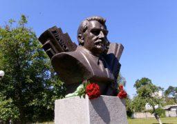 У Черкасах на площі Знань вшанували співавтора Конституції України