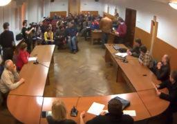 У 2014 році Радуцький дав ляпаса депутату Карасю під запис на відео