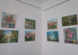 У Черкасах канівські художниці представили оду квітам і природі