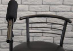 """#ANTENNASTUDIO: Представник """"Миронівського хлібопродукту"""" не прийшла на ефір. Журналіст змушений ставити питання порожньому кріслу"""