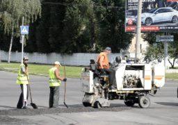 В Черкасах екстрено ремонтують дороги