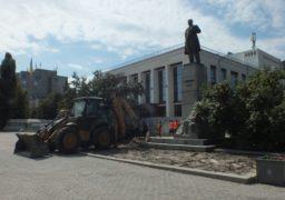 Біля черкаського драмтеатру облаштовують прилеглу територію