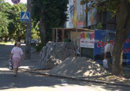 У Черкасах продовжують облаштовувати тротуари