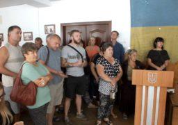 Черкаські базарники заблокували членів виконкому в залі засідань