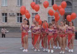 На Соборній площі відбувся флешмоб до Дня усиновлення