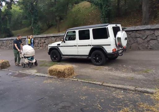 Черкаським мажорам закон не писаний – Гелендваген роз'їзжа тротуарами середмістя на очах поліції та здивованих містян