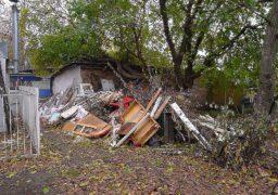 У середмісті Черкас по вулиці Смілянська утворилося величезне сміттєзвалище