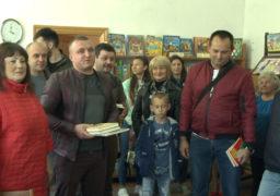 Смілянські благодійники подарували книги бібліотеці
