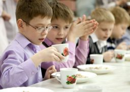 У Черкасах безкоштовно харчуватимуть талановитих учнів
