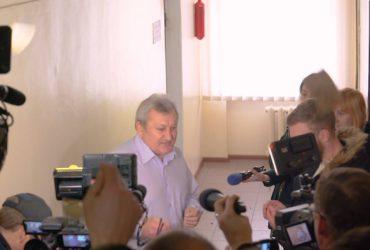 Черкаського суддю Пироженка активісти закидали копійками