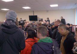 Прес-служба Соснівського суду Черкас провела брифінг стосовно погрому в залі суду