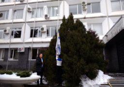 Біля черкаської мерії підняли прапор на підтримку полонених моряків