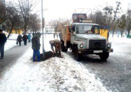 На Алеї Путейка комунальники відновлюють вуличне освітлення