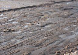 На розі Шевченка-Університетської незавершений ремонт асфальтного покриття створює складнощі для автівок і громадського транспорту