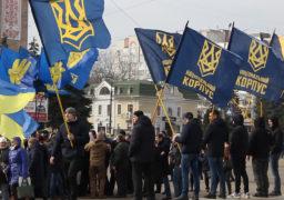 В Черкасах відбулася масова акція протесту з жорсткими вимогами до Порошенка. Серед них – імпічмент