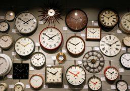 Як жителі міста ставляться до традиції переводити стрілки годинника