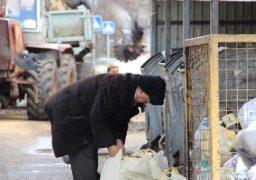 У місті залишається актуальною тема накопичення сміття біля контейнерів