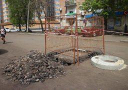 На вул. Гоголя, поблизу Центрального ринку, КП «Черкасиводоканал» виконує ремонтні роботи