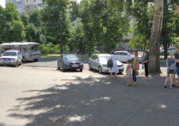 Прямо на зупинці у середмісті Черкас водії влаштували парковку