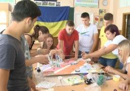 Смілянські школярі створюють розвивальні дошки для дітей з особливими потребами