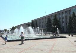 Рятуючи від літньої спеки, водограй у центрі Сміли дарує місту свіжість та неповторну красу