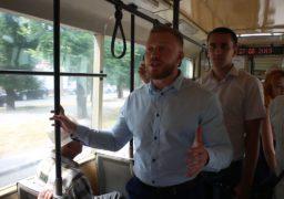 Дмитро Кухарчук спілкується з виборцями навіть у громадському транспорті