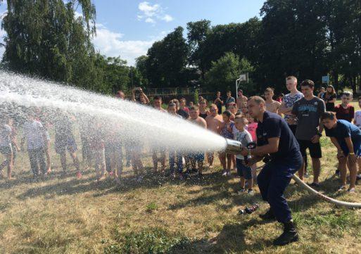 У ДОТ «Тимурівець» рятувальники провели акцію «Безпечні канікули», мета якої – нагадати школярам про обережність під час літніх канікул