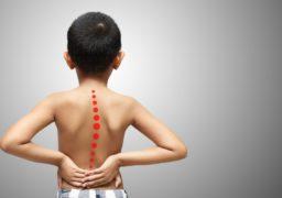 В Україні епідемія дитячого сколіозу: 23% дітей мають проблеми зі спиною