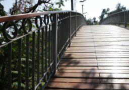 У Черкасах після реконструкції відкрили Міст кохання
