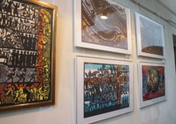 У Черкаському краєзнавчому музеї Микола Теліженко презентував свою виставку витинанок та графіки