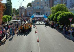 """У Черкасах відбувся забіг """"Козацьких кошів"""" вулицею Хрещатик, присвячений дню міста"""