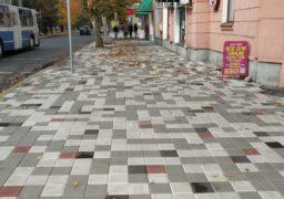 Тротуар біля ЦНТІ нарешті довели до ладу