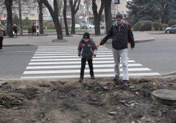 На Бульварі Шевченка від вул. Лазарєва до вул. Дашковича відновлюють тротуар