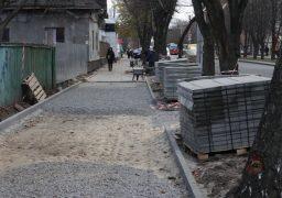 Уздовж бульвару Шевченка ремонтують тротуари