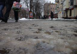 Черкащани вважають, що комунальні служби міста могли б краще прибирати тротуари від снігу – вуличне опитування