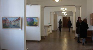 У Черкасах відбулася виставка живопису, графіки та розпису по шовку Лариси Дем'янишиної