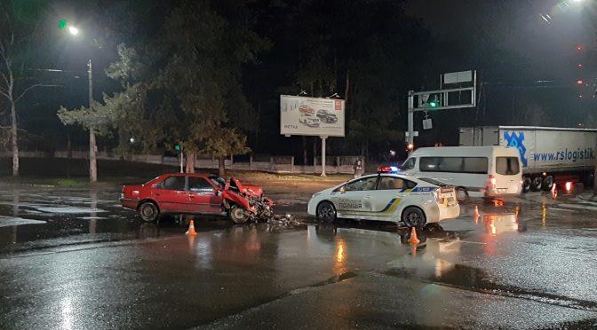 На розі Можайського/Благовісна зіткнулися легковик і вантажівка (відео)