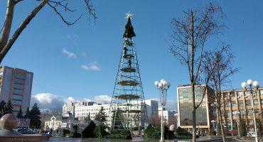 Новорічні свята закінчились: на Соборній площі Черкас розібрали новорічну ялинку