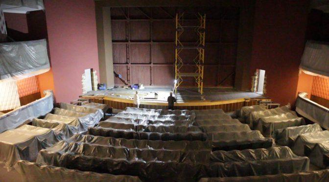 У Драмтеатрі вже готовий вестибюль, фойє, туалети, східці, а також роздягальня, з якої «починається театр»